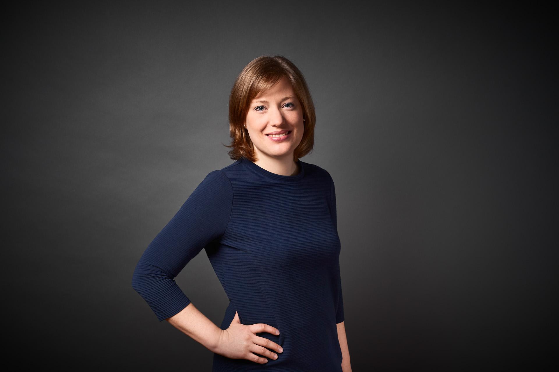 Portraitfoto Mag. (FH) Stefanie Tschank